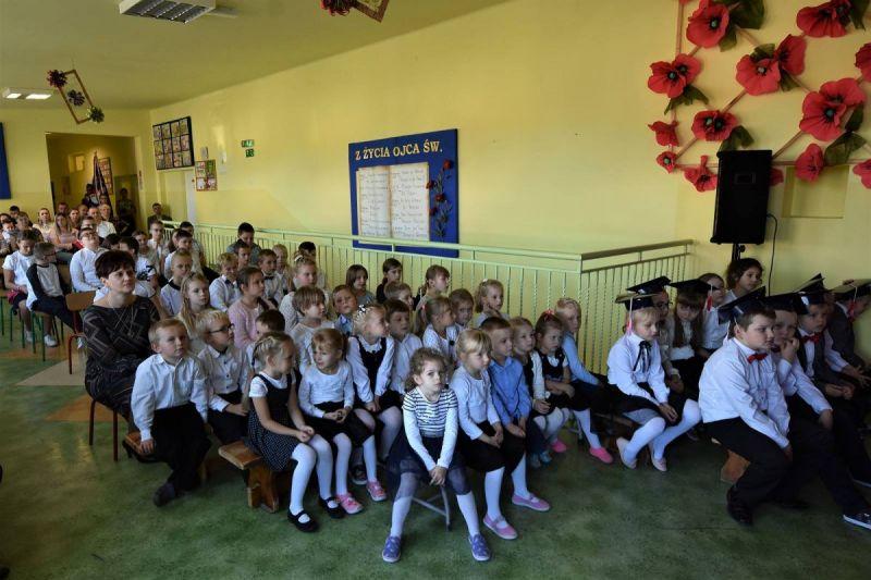 Dzie-nauczyciela-i-pasowanie-w-Stojeszynie-i-W-ach02
