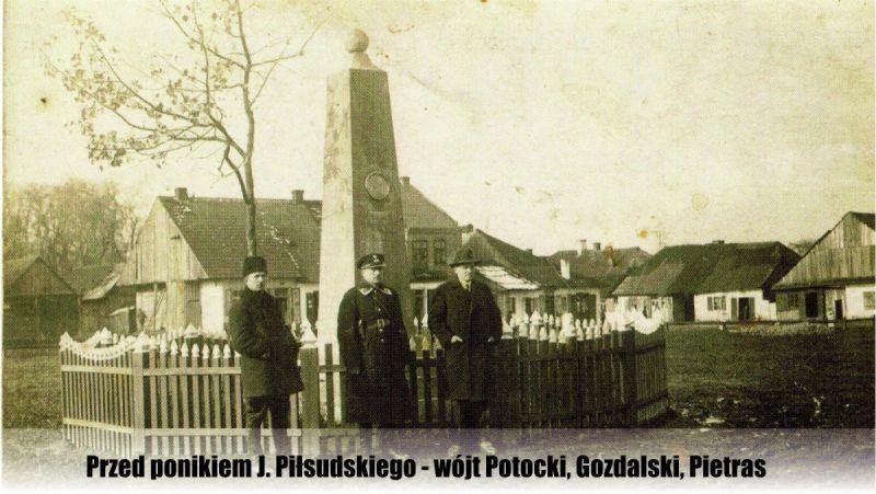 Przed-ponikiem-J-Pisudskiego---wojt-Potocki-Gozdalski-Pietras