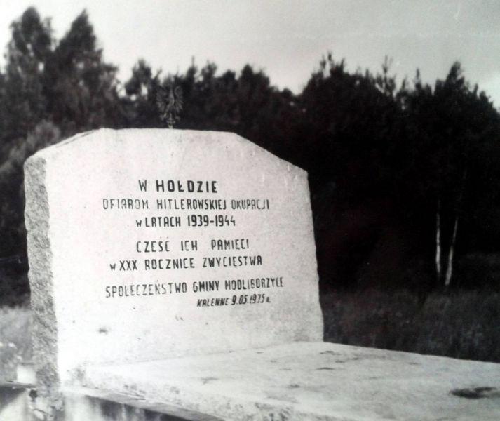 Pyta-pomnika-w-Klennem-1975-r-dluzsza-krawedz-1600Q72